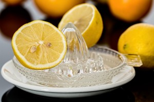 how to regrow hair on bald head? Use lemon juice