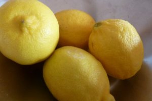 get rid of pimples fast with lemon juice