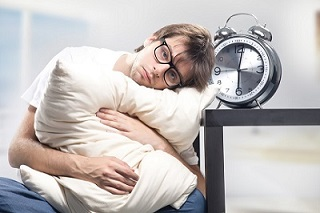 Sleeping Without A Pillow How To Guide Advantages Disadvantages